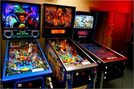 22907-1-monster-bash-pinball-machine-in-showroom_174_289